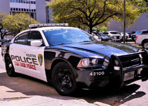 Five Police Officers Injured in Gun Battle