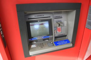 Men Kidnapped Women Forcing Them to Take out Cash From an ATM
